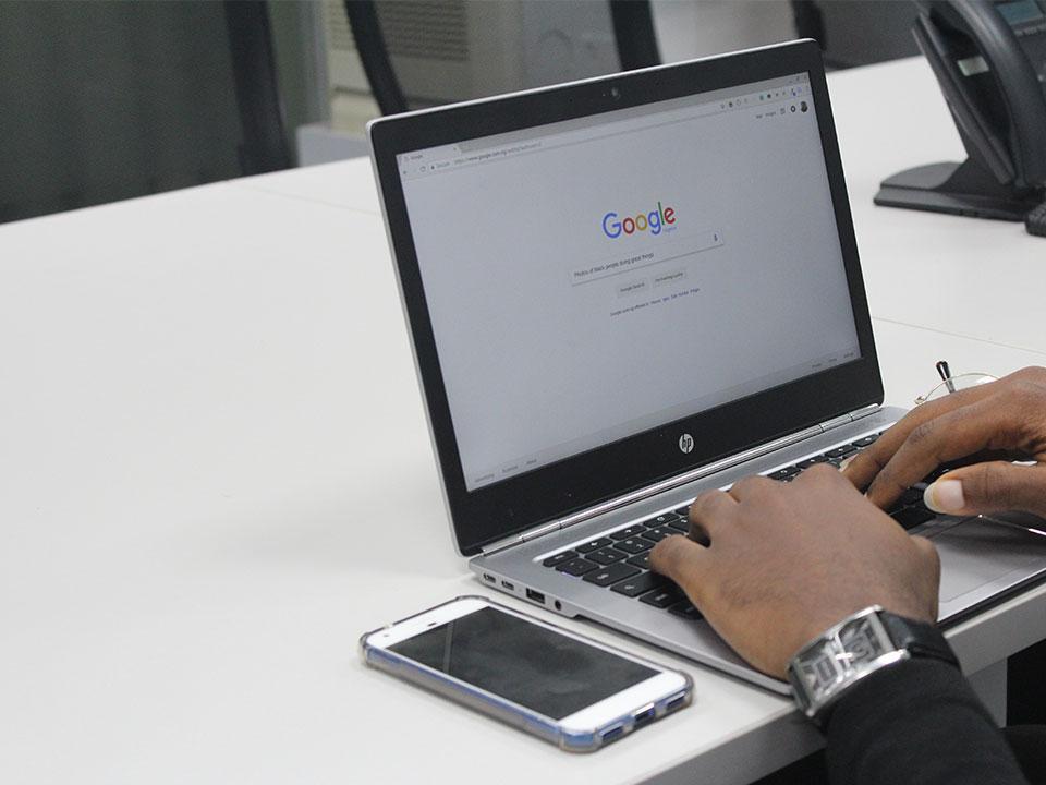 google search sur un ordinateur portable